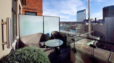 Noen av Deluxe-rommene har egen liten balkong, med fantastisk utsikt!