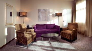 Deluxerommene har eget rom med egen sittegruppe separat fra soverommet