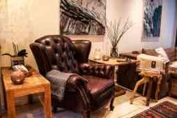 Deilige chesterfield-stoler i resepsjonen :)