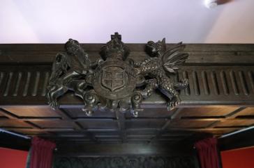 Familie-merket til Dalhousie Castle i solid tre over senga