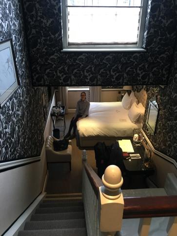 Stilig med rom over 2 plan. Helt vidunderlig seng!
