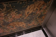 Bilde av tapeten i heisen(!)...