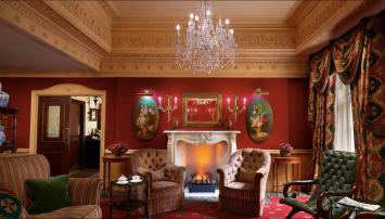 Salonger med deilige stoler og original kunst