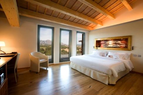 Sengen på dobbeltrommet - med utsikten til Montserrat i bakgrunnen