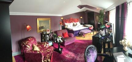 Eget tatt bilde av rommet, litt uryddig etter vi pakket ut litt ;)