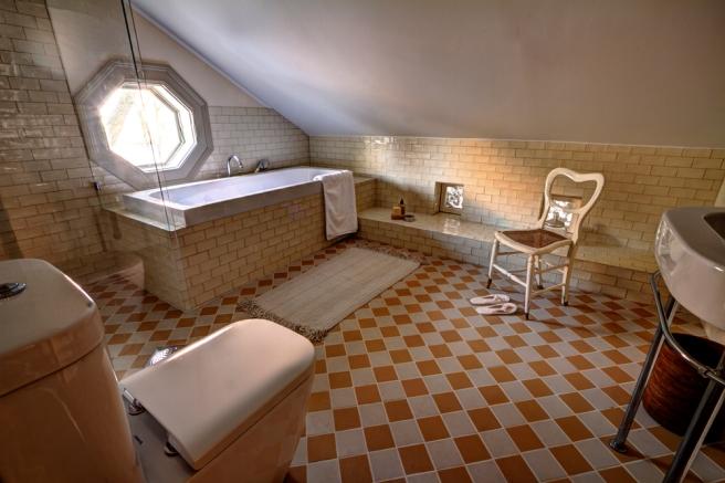 Drømmebadet! Dusj separat inn til venstre. -Bilde lånt av hotellets hjemmeside.