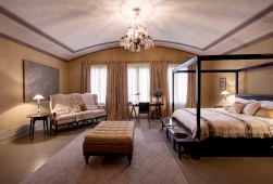 Enorm stue/soverom - Bilde lånt av hotellets hjemmeside.